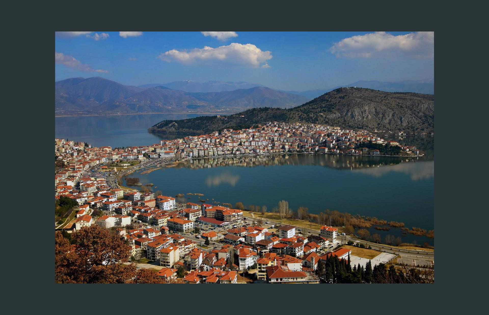 Καστοριά, η πόλη που την αγκαλιάζει μία λίμνη