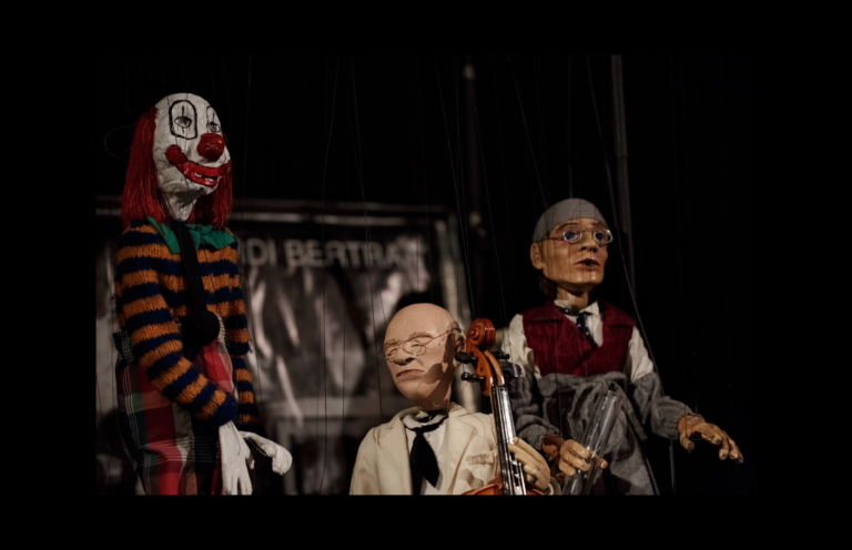 Η πολυβραβευμένη παράσταση «Ανθολογία» του Jordi Bertran στο Κουκλοθέατρο «Εργαστήρι Μαιρηβή»